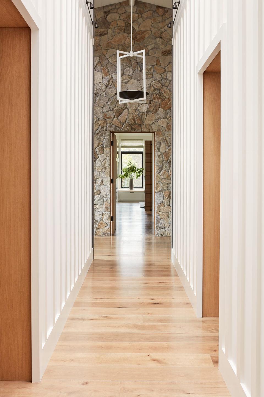 Jennifer_robins_interiors_projects_calistoga_JRI.MtnHomeRanch_075_hallway