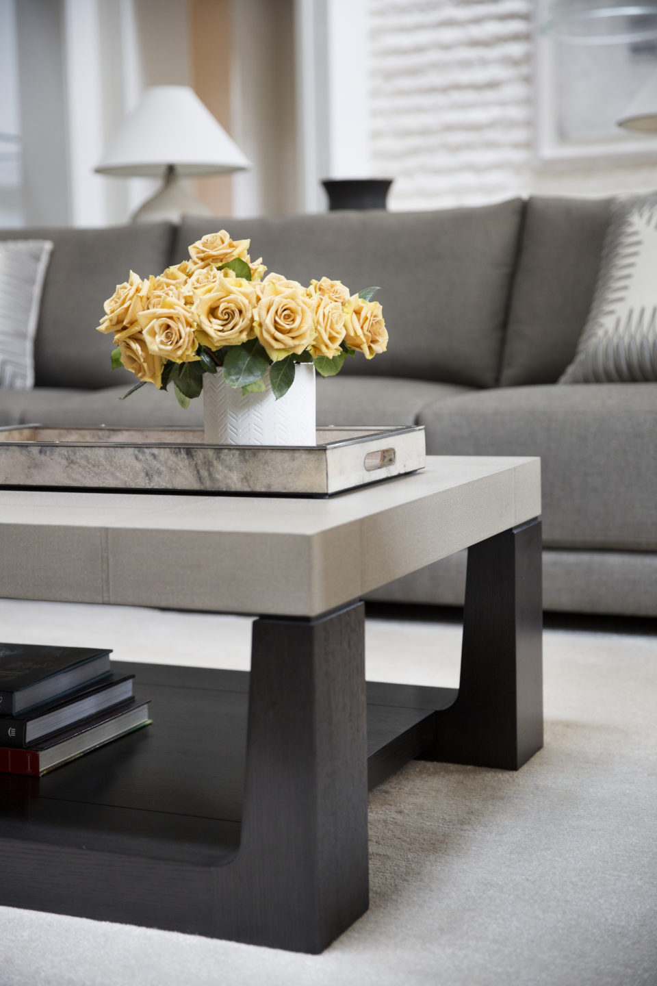Jennifer_robins_interiors_projects_downtown_sonoma_4.5_detail_flowers_coffee_table