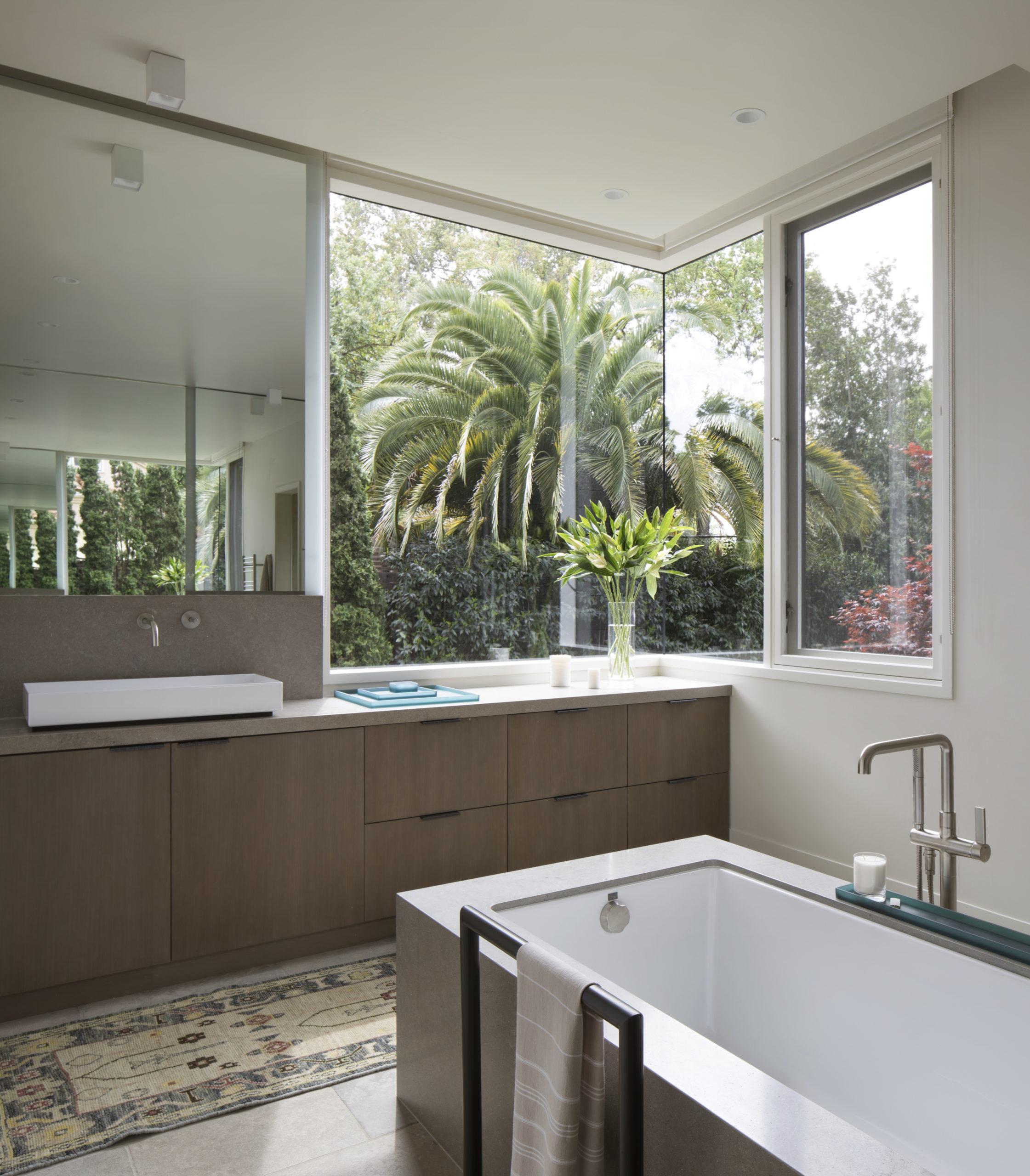 Jennifer_robins_interiors_projects_downtown_sonoma_8_bathroom_sink_bathtub
