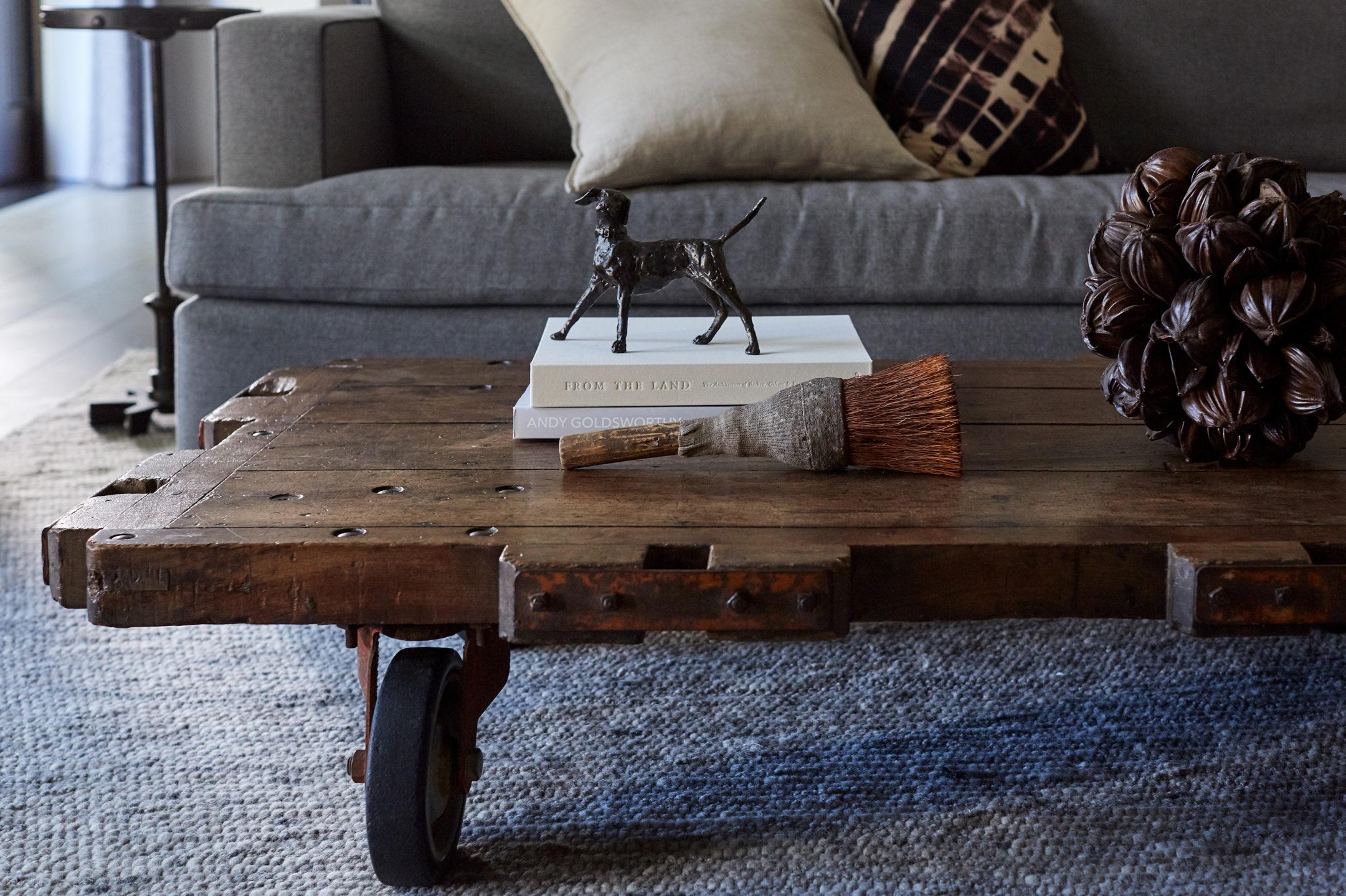 Jennifer_robins_interiors_projects_healdsburg_3_living_room_details_coffee_table