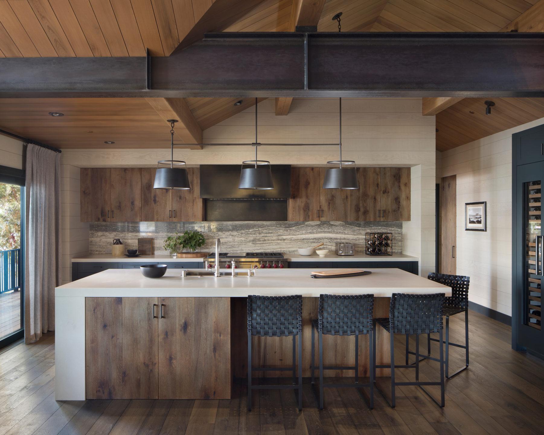 Jennifer_robins_interiors_projects_lake_tahoe_Leupold_08_off_kitchen_island_barstools