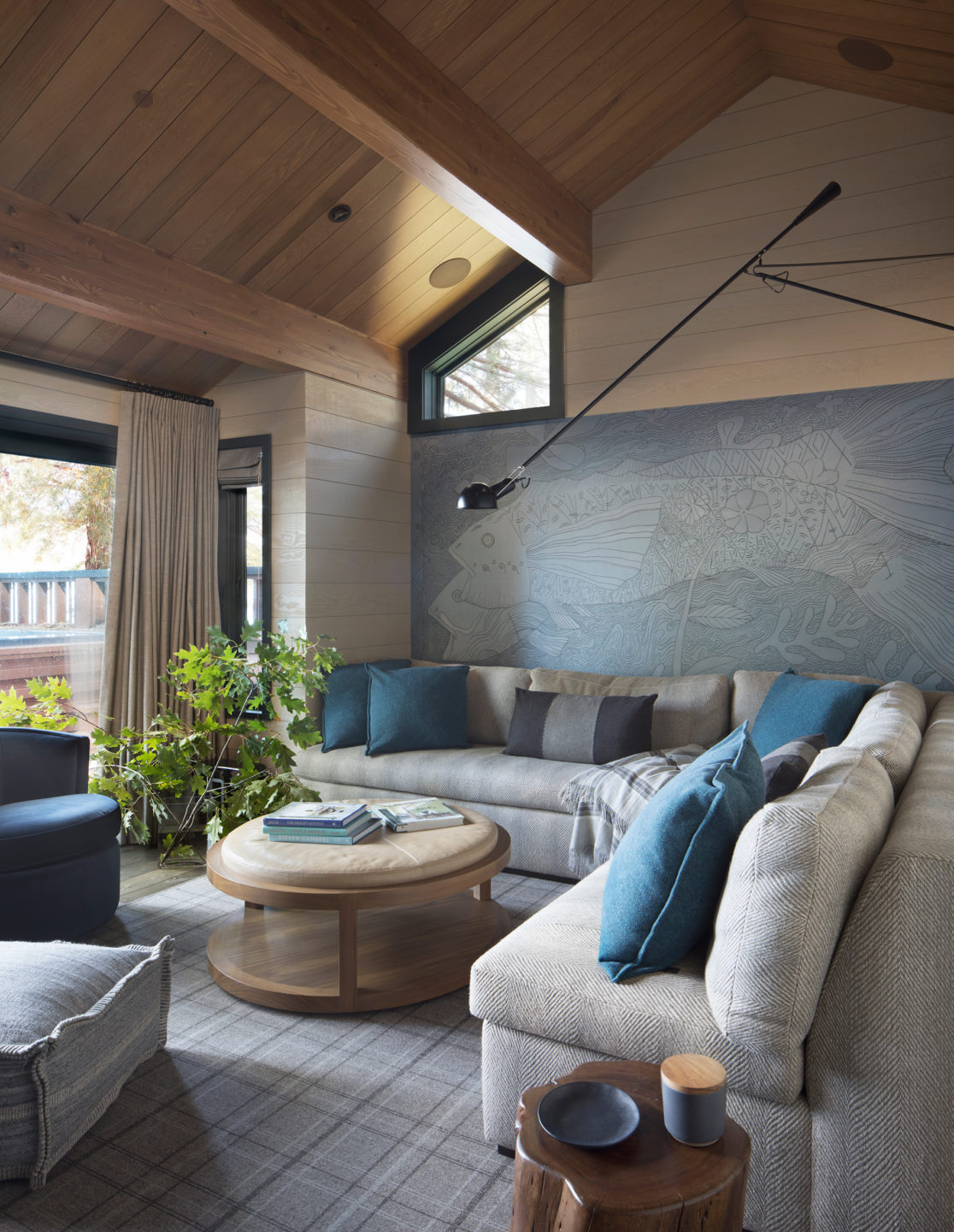 Jennifer_robins_interiors_projects_lake_tahoe_Leupold_15_off_living_room_LR_couch