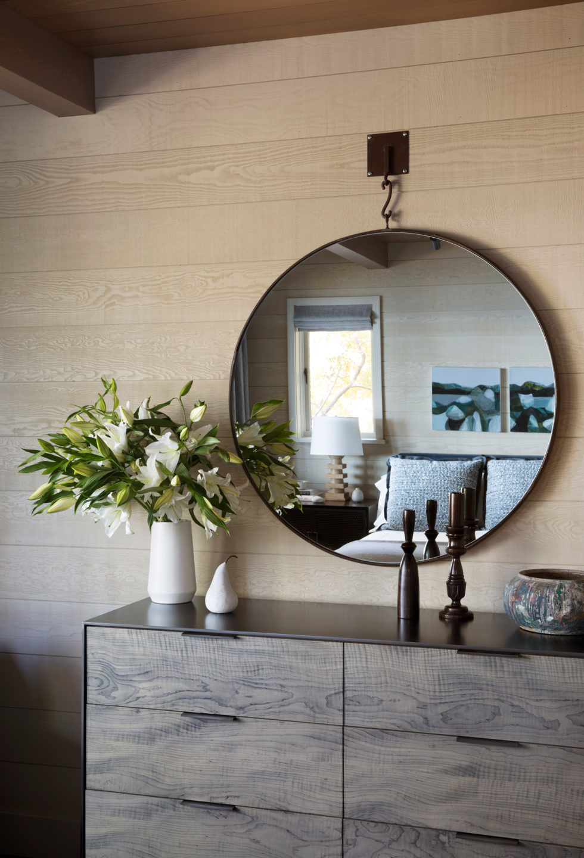 Jennifer_robins_interiors_projects_lake_tahoe_Leupold_20_bedroom_BR_details_mirror