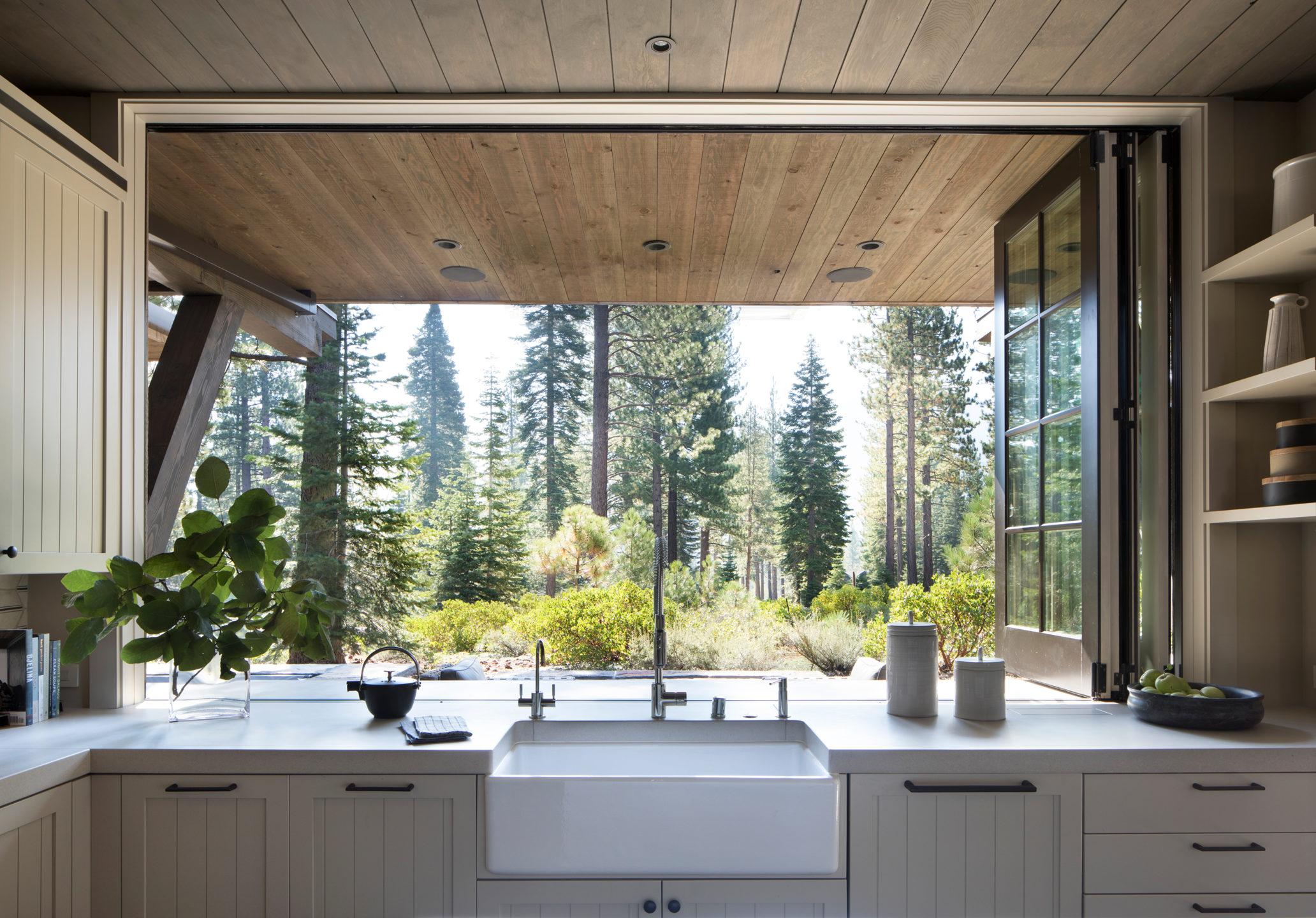 Jennifer_robins_interiors_projects_martis_camp_Del_Grand_03_HR_kitchen_sink_ws