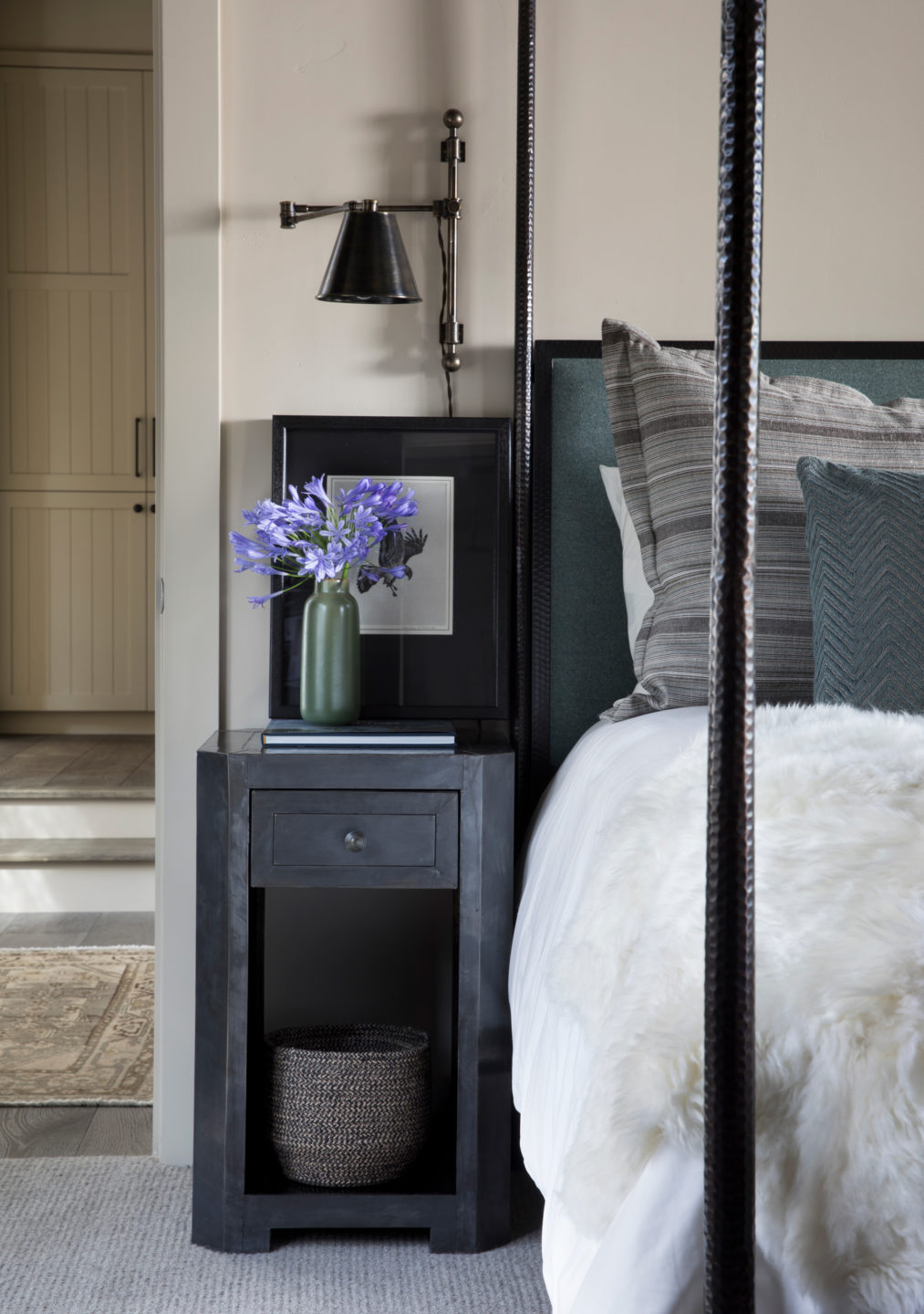Jennifer_robins_interiors_projects_martis_camp_Del_Grand_21_HR_bedroom_BR_nightstand