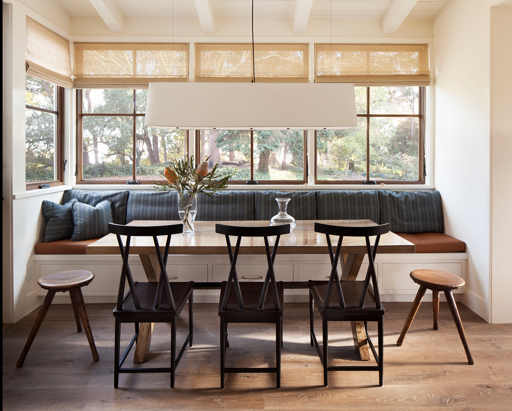 Jennifer_robins_interiors_projects_menlo_park_Garland_253_retouch_kitchen_eating_area