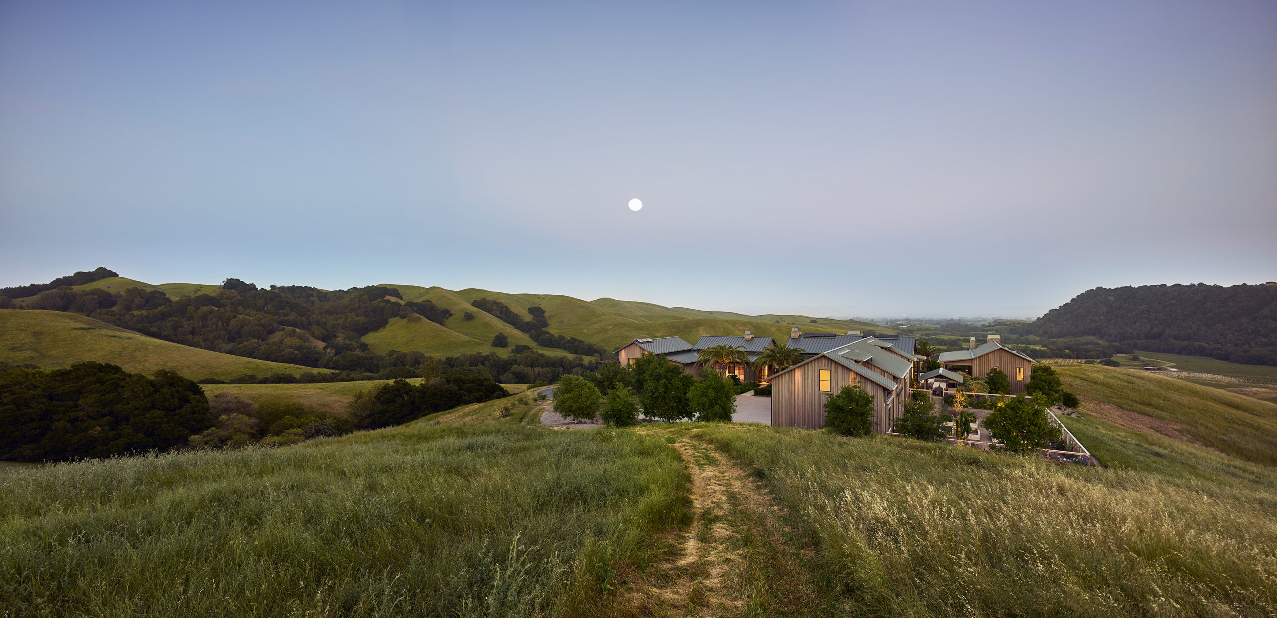 Jennifer_robins_interiors_projects_napa_valley_11_exterior_ext_house_mountainside