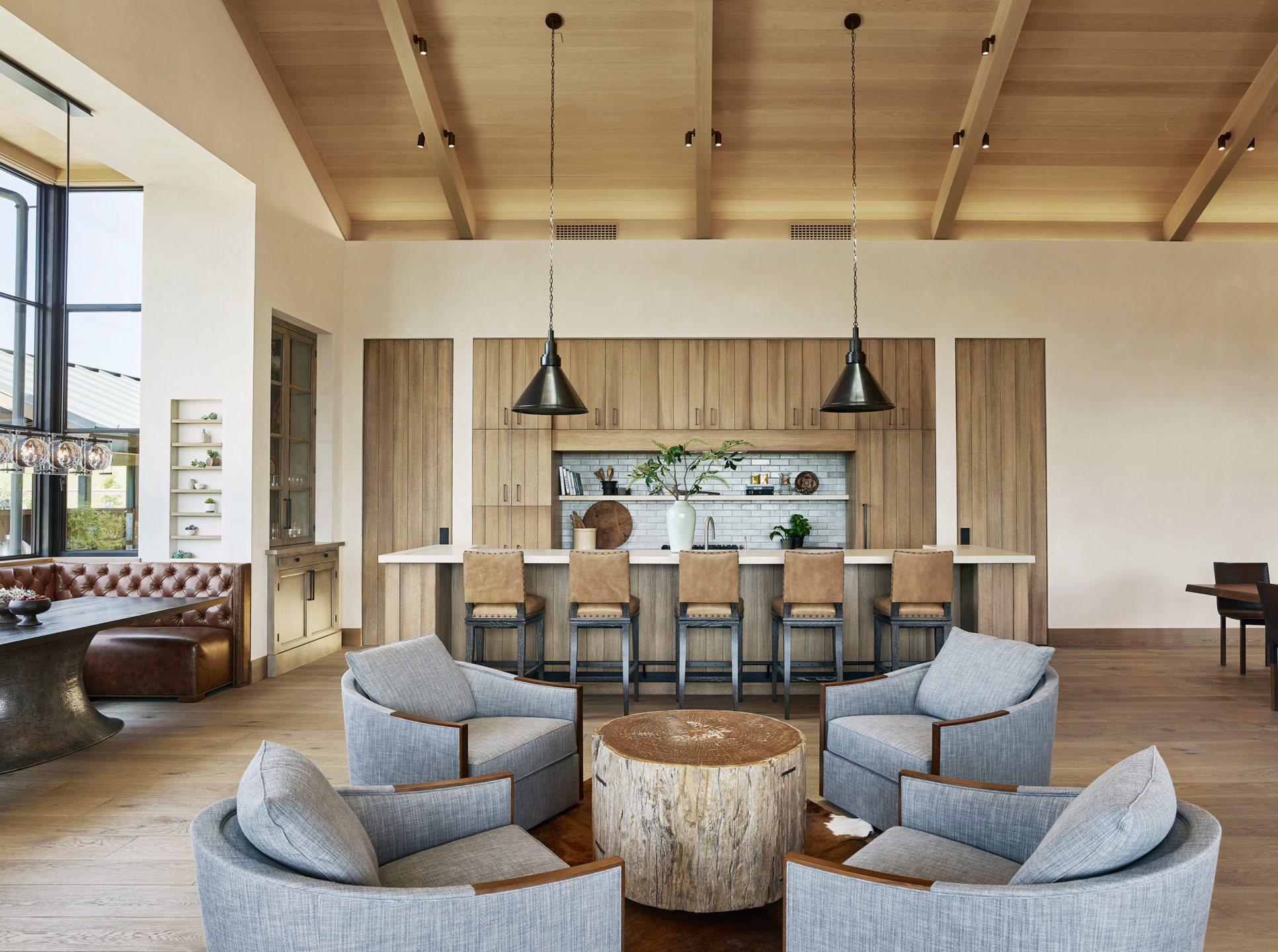 Jennifer_robins_interiors_projects_napa_valley_2_kitchen_living_room_LR_lookthrough