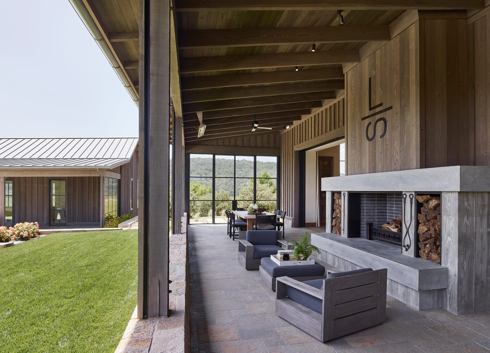 Jennifer_robins_interiors_projects_napa_valley_6.5_exterior_ext_fireplace_seating