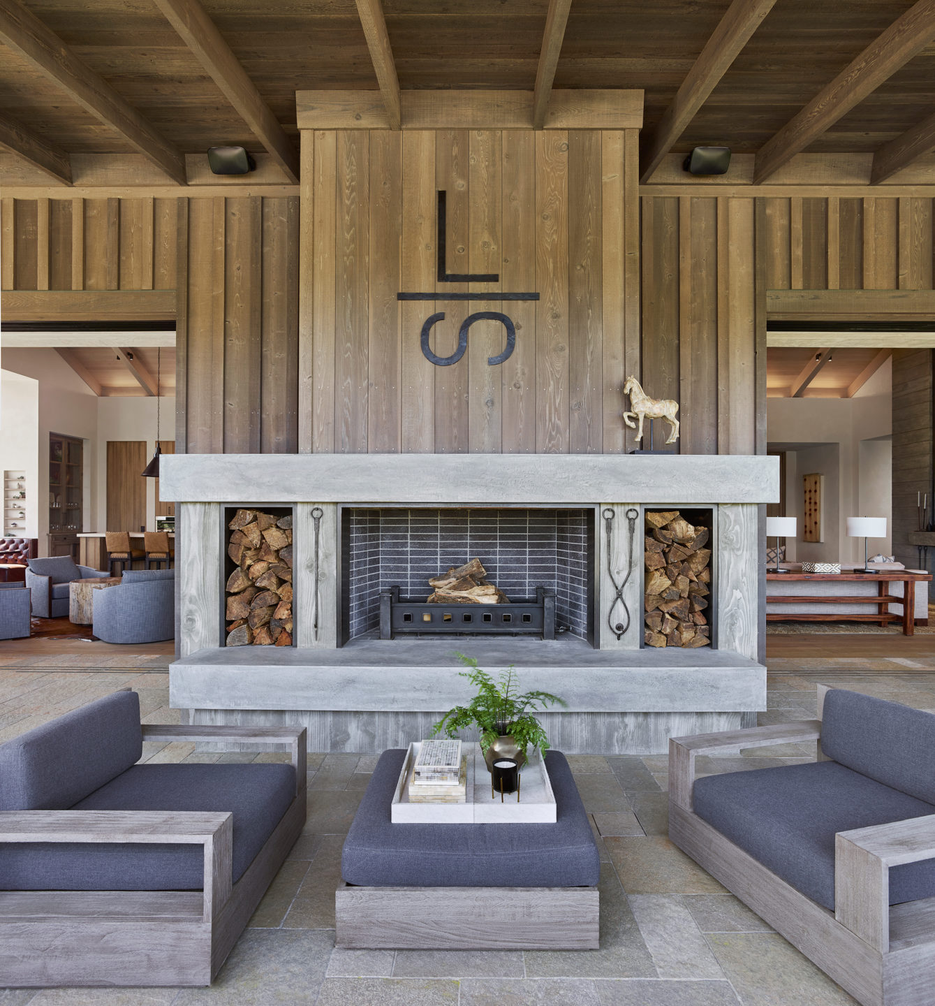 Jennifer_robins_interiors_projects_napa_valley_6_exterior_ext_fireplace