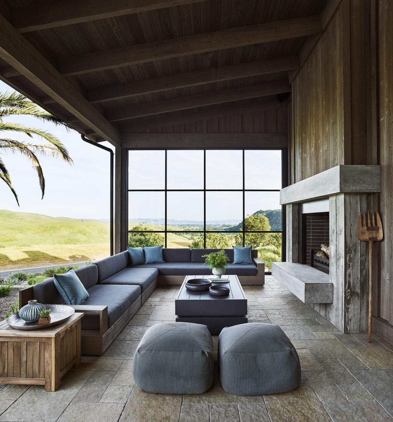 Jennifer_robins_interiors_projects_napa_valley_7_exterior_outdoor_ext_fireplace_seating