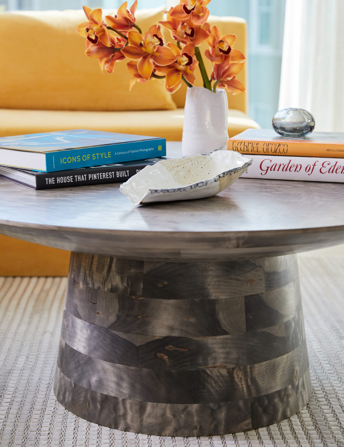 Jennifer_robins_interiors_projects_pacific_heights_SF_living_room_LR_Details_coffee_table_2JRI.BarkerRes.Pacific_015
