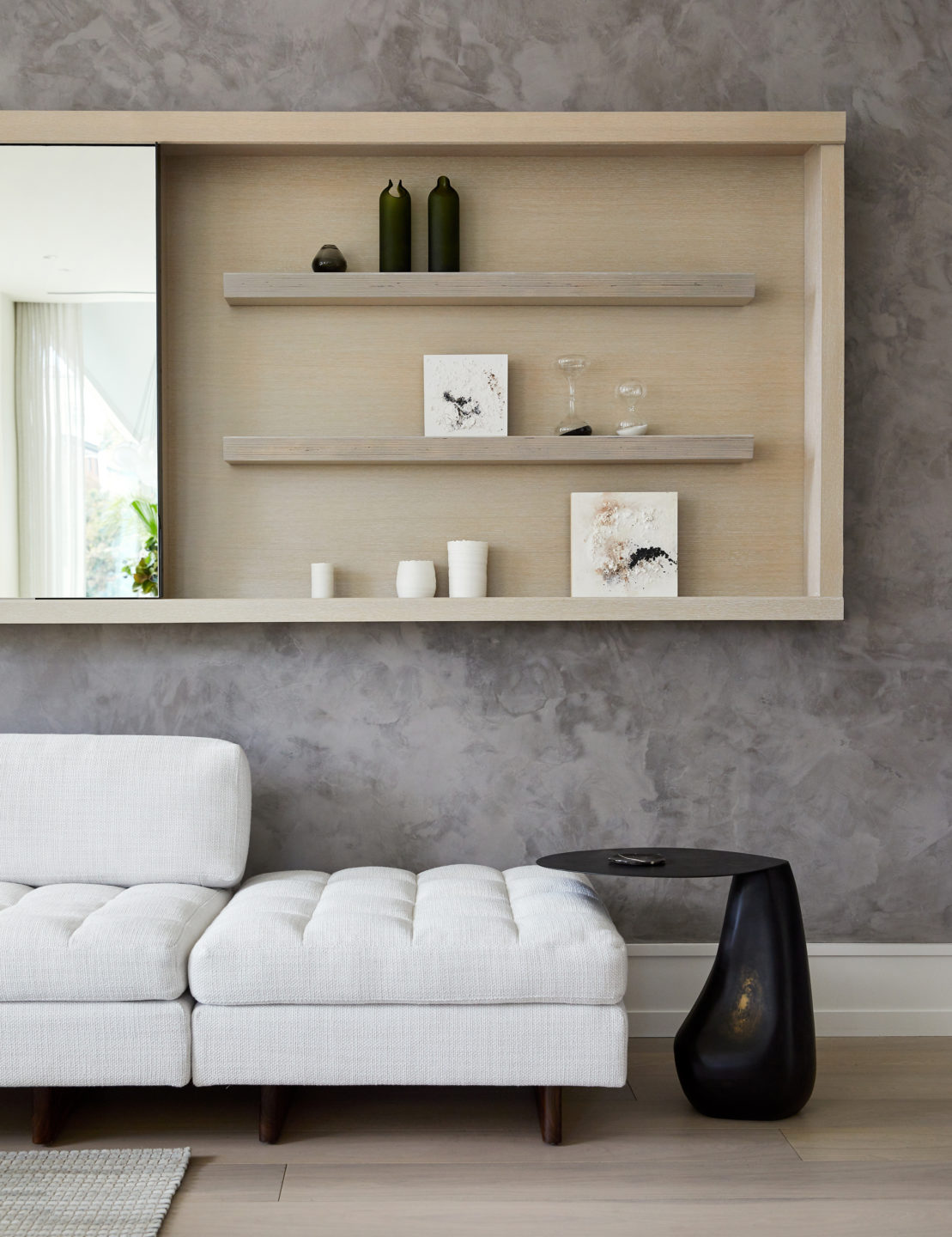 Jennifer_robins_interiors_projects_pacific_heights_SF_living_room_LR_couch_details_tableJRI.BarkerRes.Pacific_043
