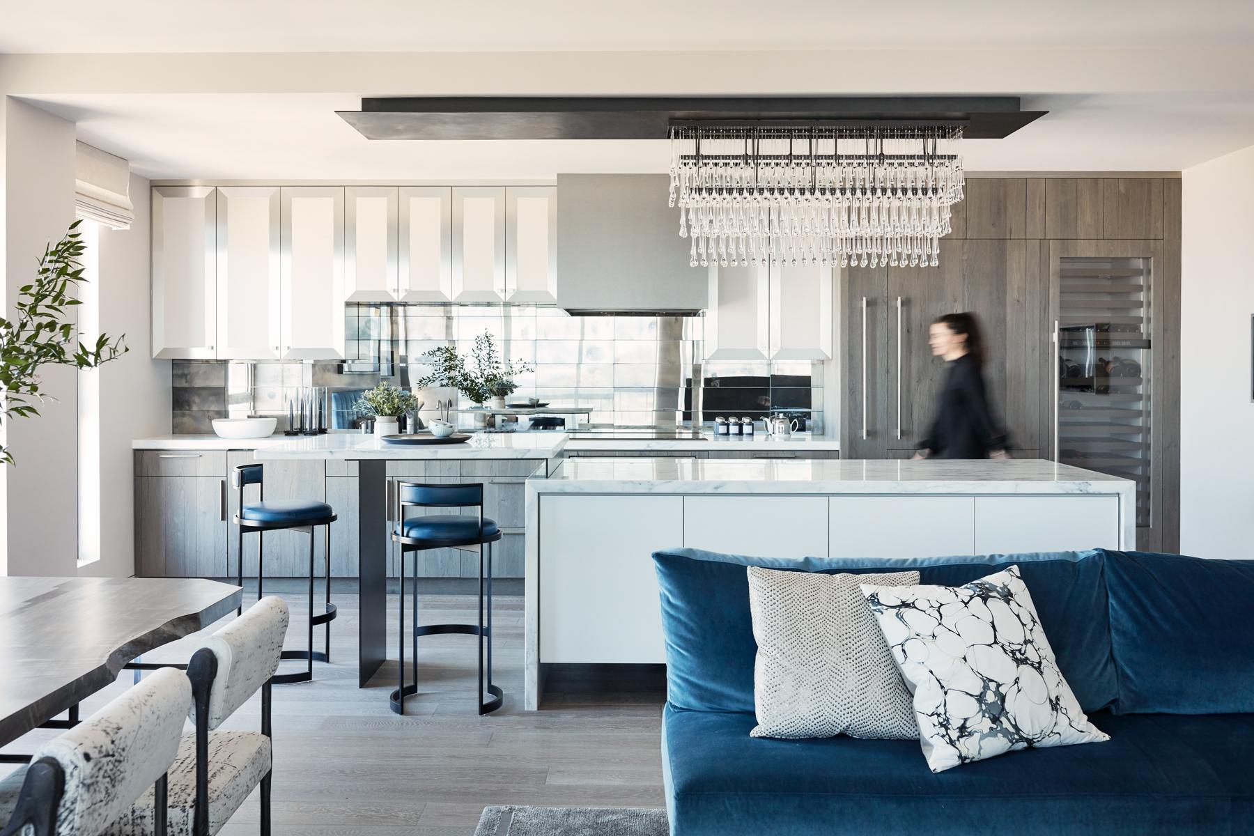Jennifer_robins_interiors_projects_russian_hill_SF_9JRI.1070GreenSt_050_living_room_LR_kitchen