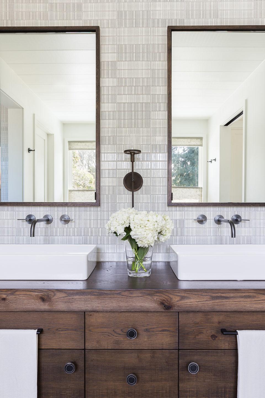 Jennifer_robins_interiors_projects_south_bay_AlyssaRosenheck2016-77_bathroom_sinks_vanity_shower
