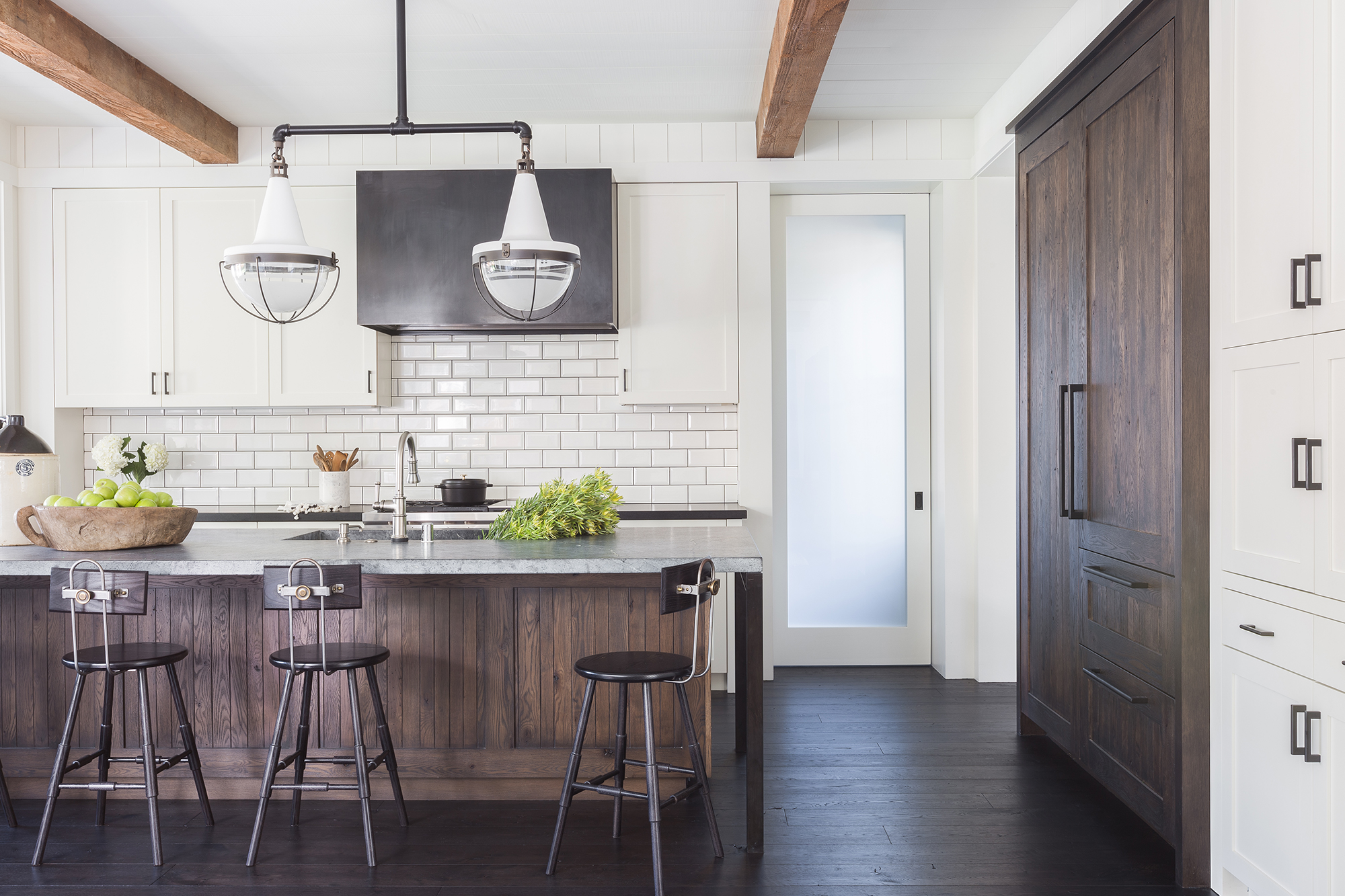 Jennifer_robins_interiors_projects_south_bay_AlyssaRosenheck2016-8_kitchen_fridge_island