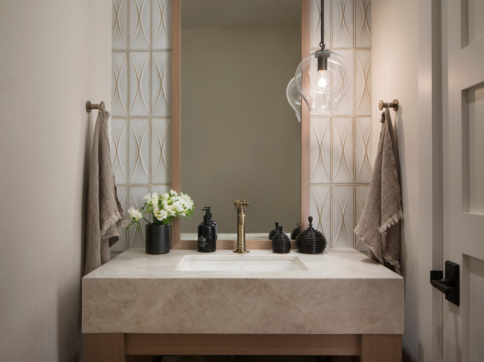 Jennifer_robins_interiors_projects_st_helena_IIII_Conn_13_HR_sink_bathroom