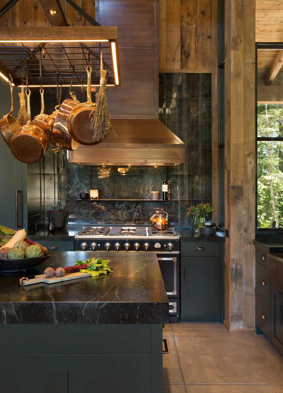 Jennifer_robins_interiors_projects_st_helena_II_Bergman_05_HR_kitchen_island