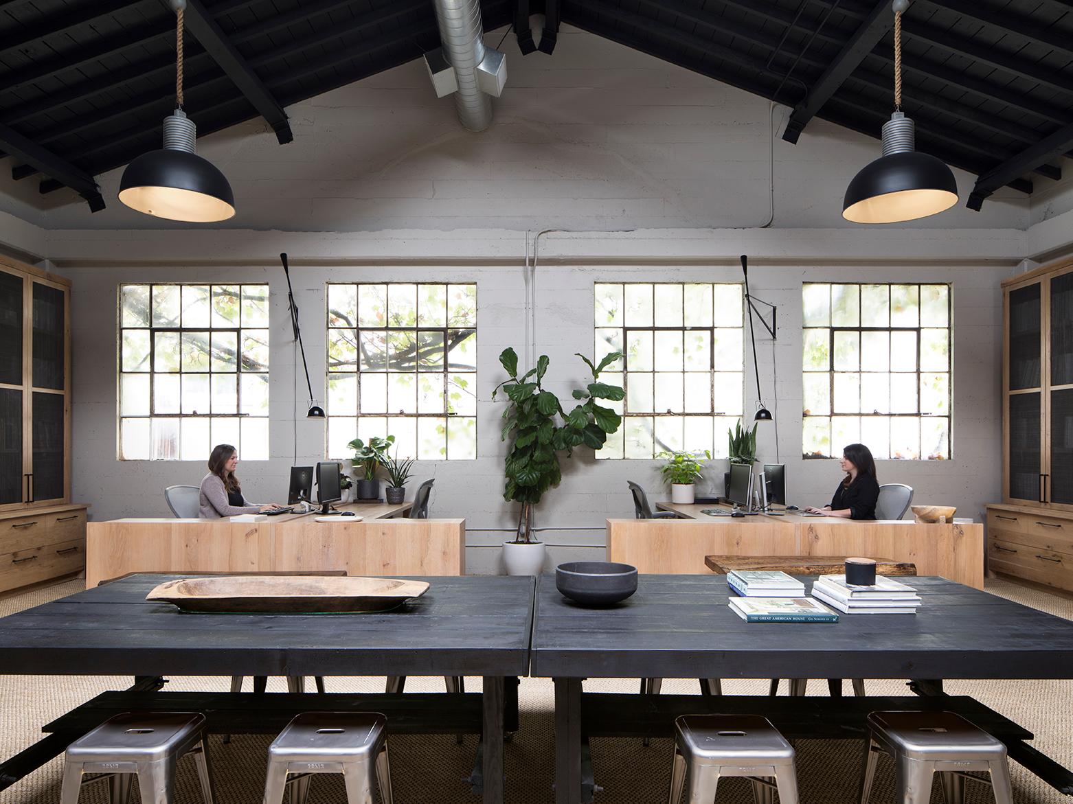 Jennifer_robins_interiors_projects_studio_2JR_Office_15_HR_desks