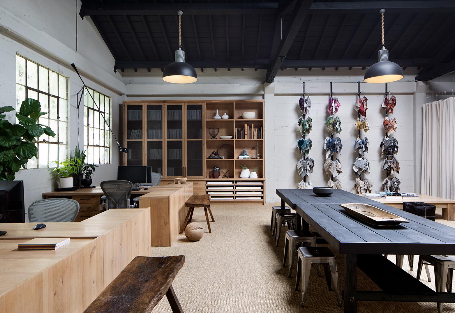 Jennifer_robins_interiors_projects_studio_3JR_Office_06_HR_desks_table_office
